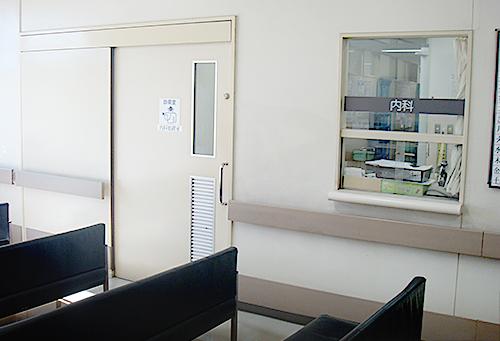 診察中待合室入り口